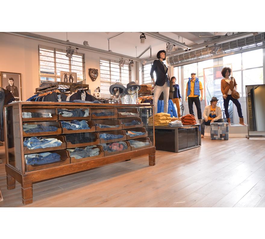 SEVENTYTOO IJsselstein - fashion dichtbij - Locals United