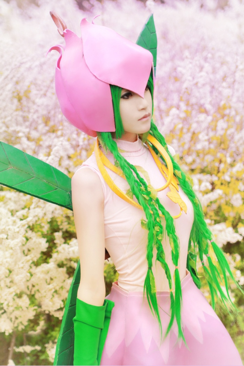 Check out this lovely cosplay of Digimon Adventure's Lilimon as cosplayed by 静の冰.