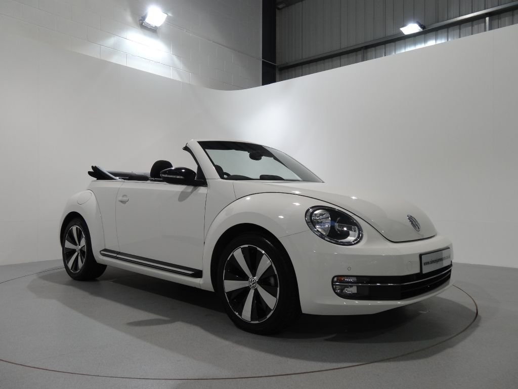 volkswagen beetle 2 0 tdi sport dsg finished in candy white with black interior and piano black. Black Bedroom Furniture Sets. Home Design Ideas
