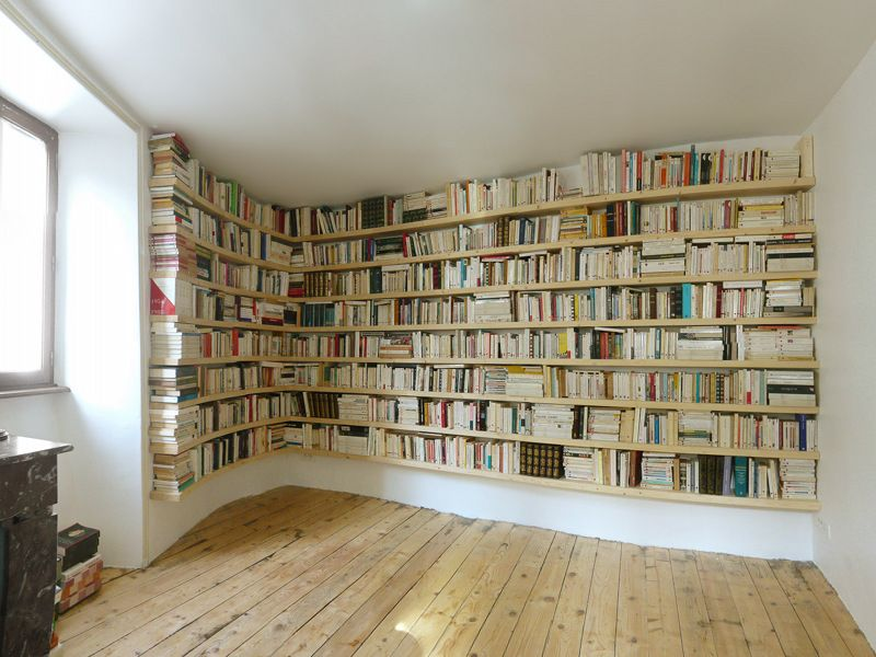 biblioth que courbe avec tag re salon pinterest mur de livre mur et livre. Black Bedroom Furniture Sets. Home Design Ideas