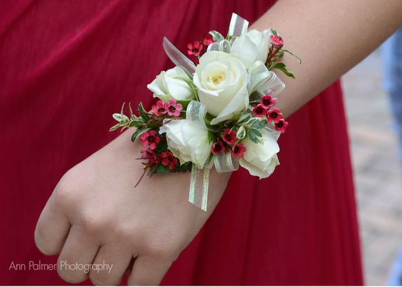 FREE HOMECOMING FLOWER TUTORIALS http://www.wedding-flowers-and ...