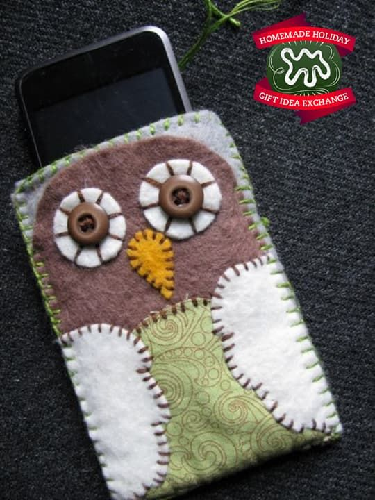 Make this Homemade Holiday Gift: Felt Phone Case — HOMEMADE HOLIDAY GIFT IDEA…