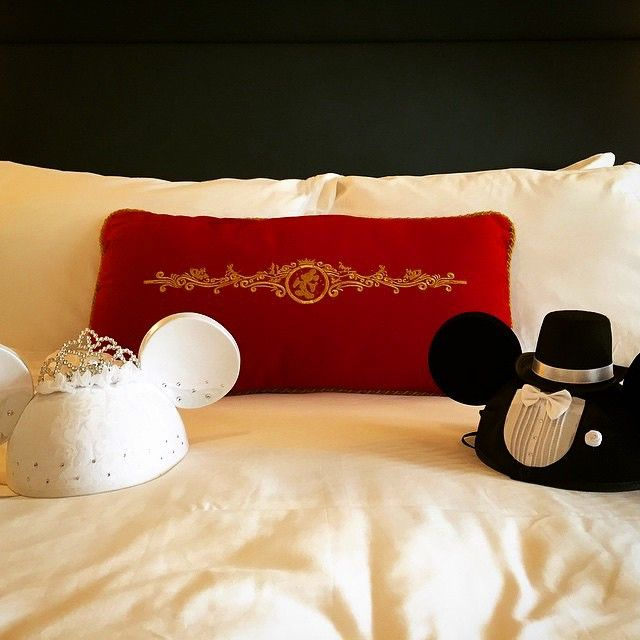 And they dreamed happily ever after... (Photo: @iamkatklim) #DisneyCruise