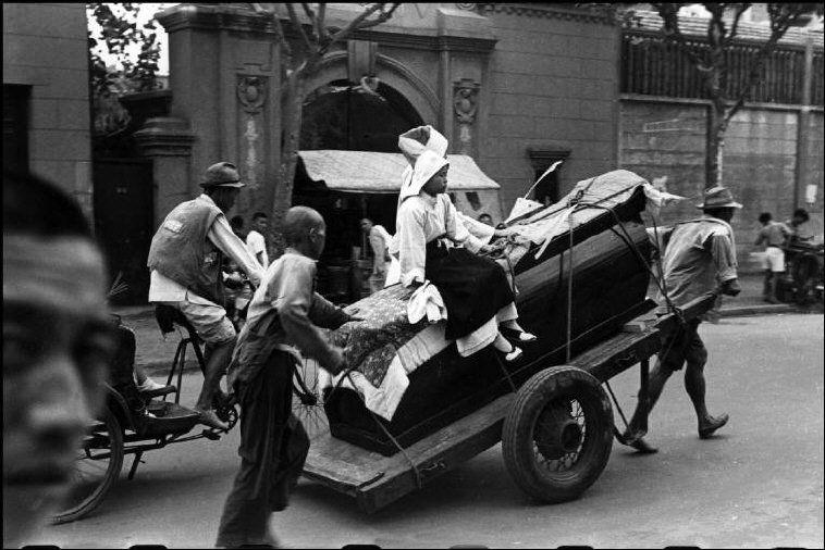 Henri Cartier-Bresson // China, 1949 -- Shanghai.