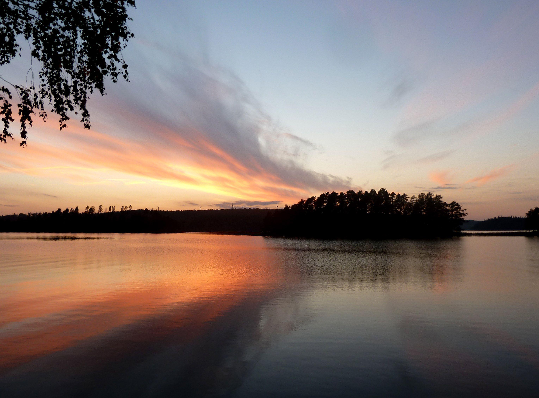 Ein Sonnenuntergang in Värmland :)  http://blaubeerland.blogspot.de/2015/04/norrut-neues-aus-skandinavien-teil-1_24.html