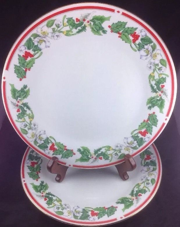 Lynns St Maria Set Of 2 Dinner Plates China Holly Red Berries Gold Rim Christmas Ebay Dinner Plates Plates Red Berries