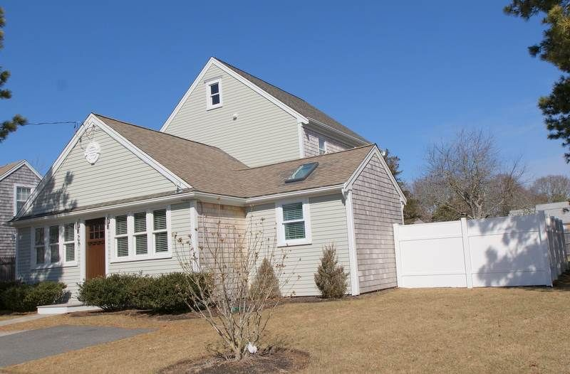 This Immaculate 3 Bedroom 21 2 Bath Home Has Been Totally