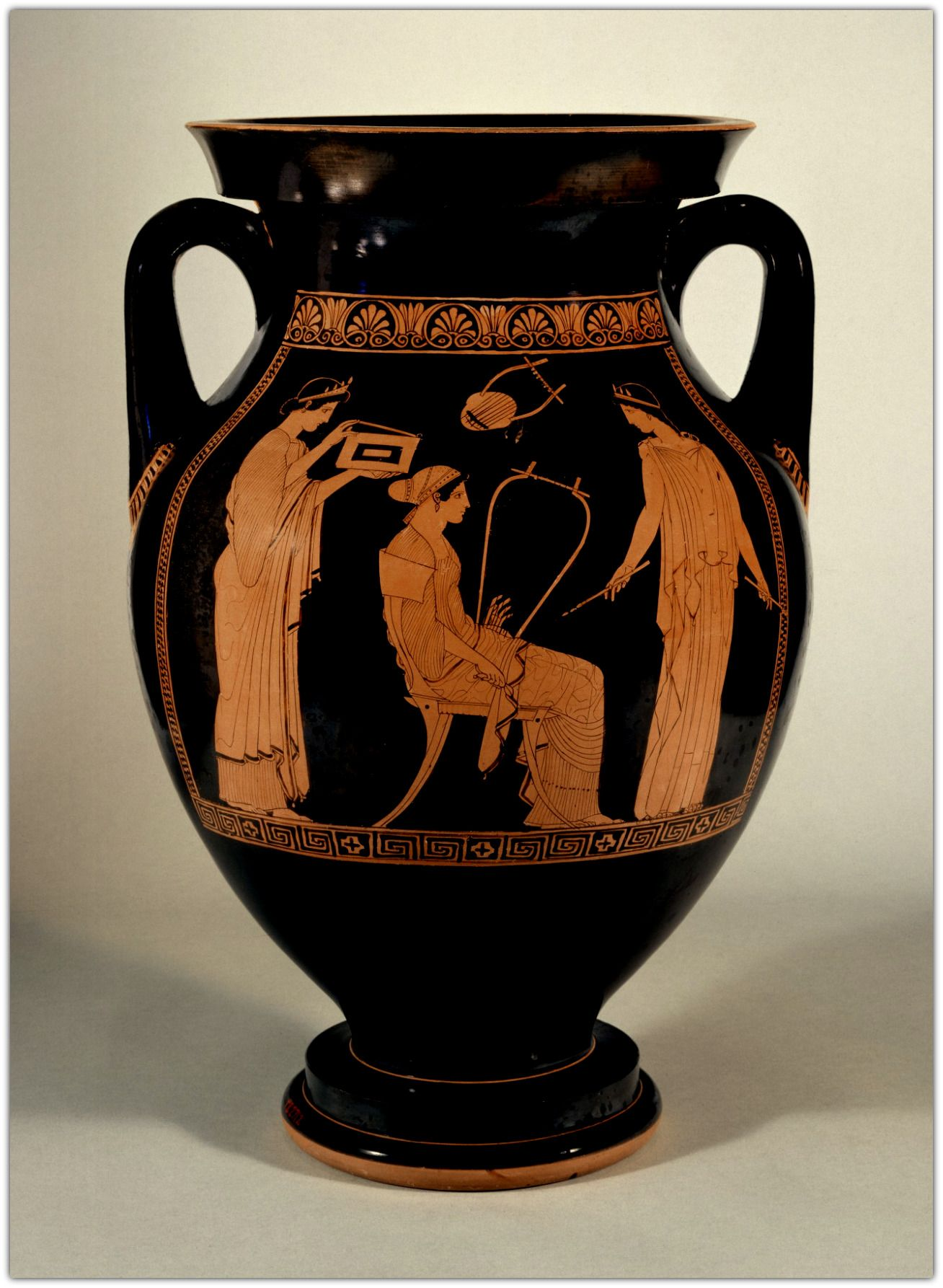 Red figure amphora with a scene of sappho teaching music by the while black figure vases continued to be produced red figure vases became the most common form of greek vase painting and were extremely popular reviewsmspy