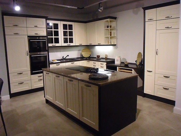 cremweiße Ausstellungsküche im Landhausstil mit Kochinsel | Küche ...
