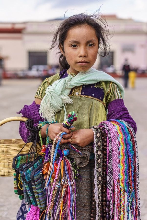 Oaxaca Niña vendedora de textiles cinturonesy bolsas. -children saling hand made belts, and small purses.