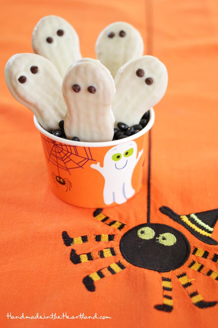 DIY Nutter Butter Ghosts. HandmadeintheHeartland.com