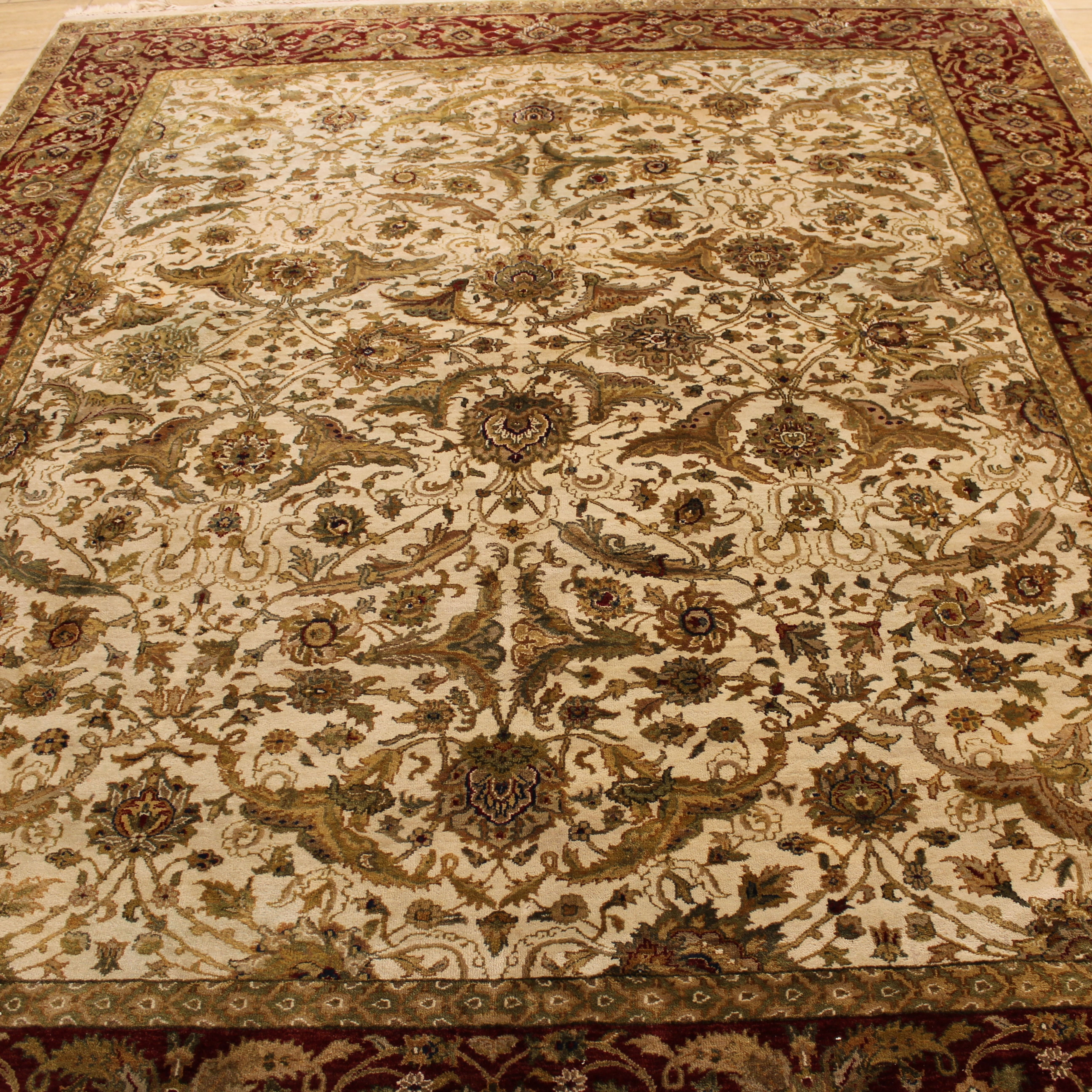 Beautiful Traditional Rug With Gorgeous