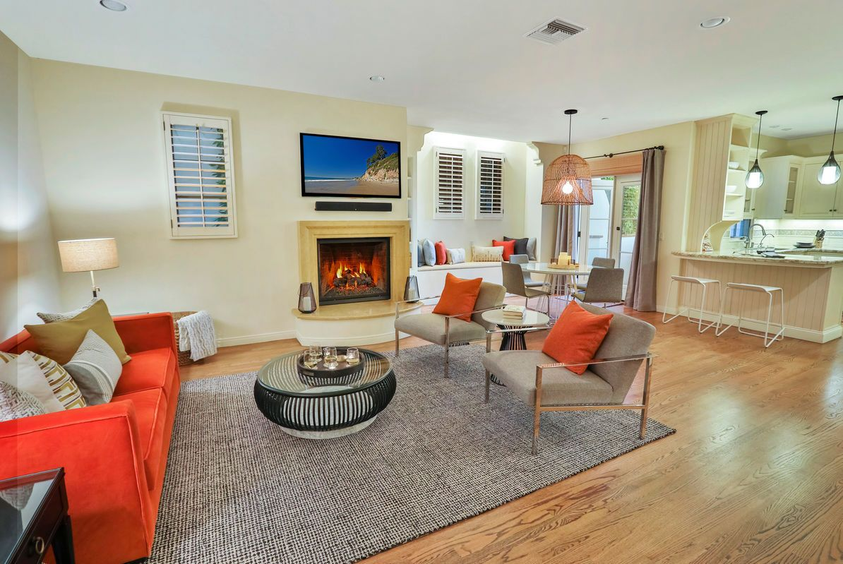 East Beach Sophisticate is an elegant townhouse in the