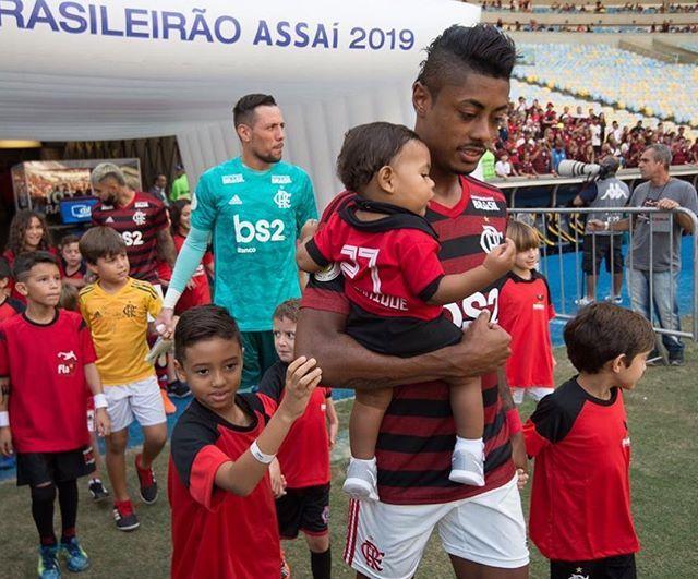"Bruno Henrique No Instagram: ""Flamengo 👊🏾💪🏾🙏🏾⚫️🔴 III"