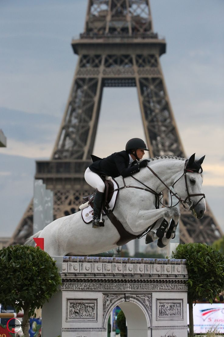 Nice shot of Georgina Bloomberg and Juvina, right in front of the #Eiffel Tower! - #Longines Global Champions Tour Paris Eiffel Jumping presented by #Gucci © Sportfot - #Bloomberg #Champions #Eiffel #francaise #front #Georgina #Global #Gucci #Jumping #Juvina #Longines #Nice #Paris #presented #shot #Sportfot #Tour #Tower #towers