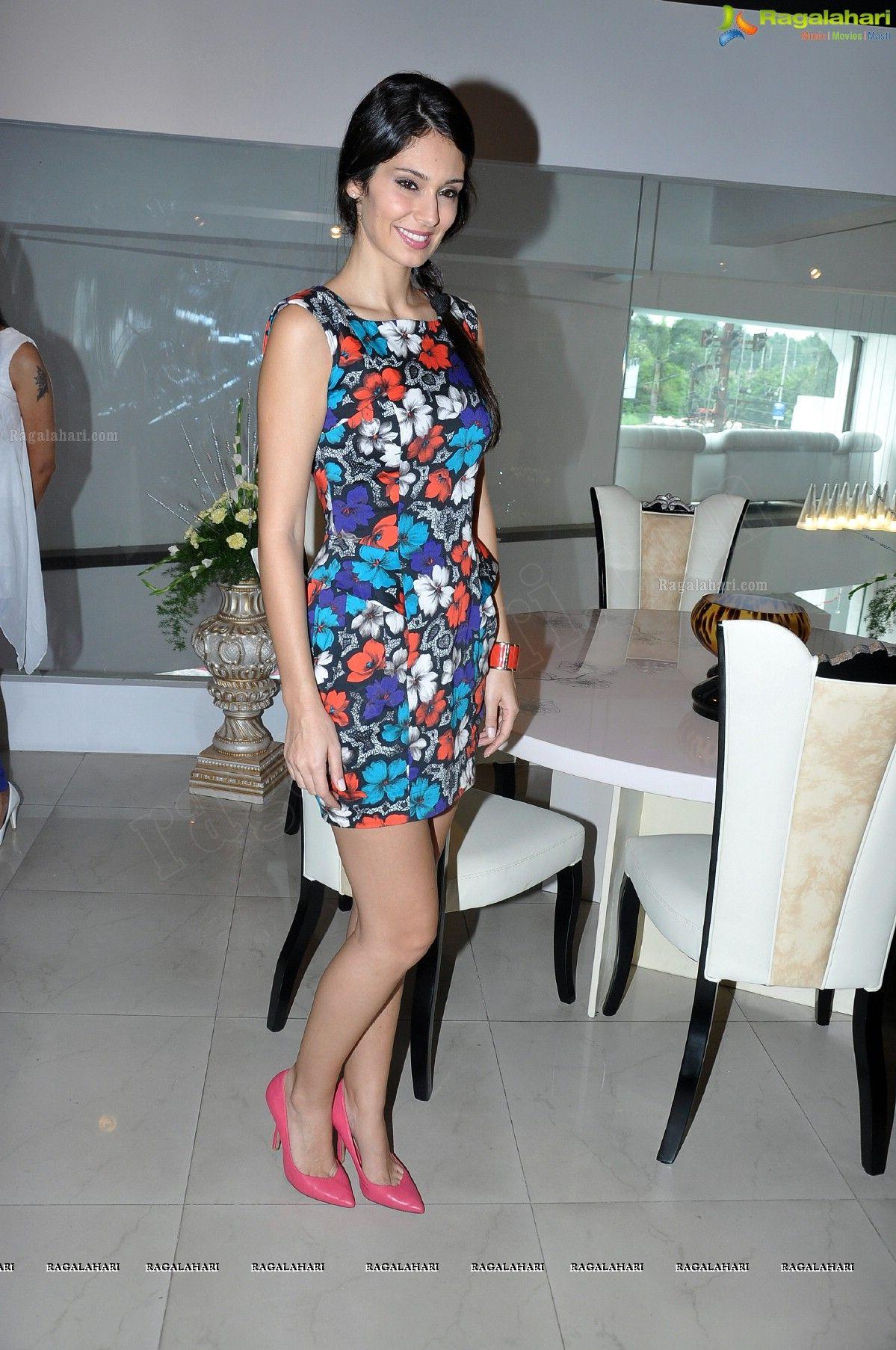 Bruna abdullah hot back bruna abdullah in short dress bruna abdullah - Indain Brazilian Model Bruna Abdullah 3 Jpg 1199