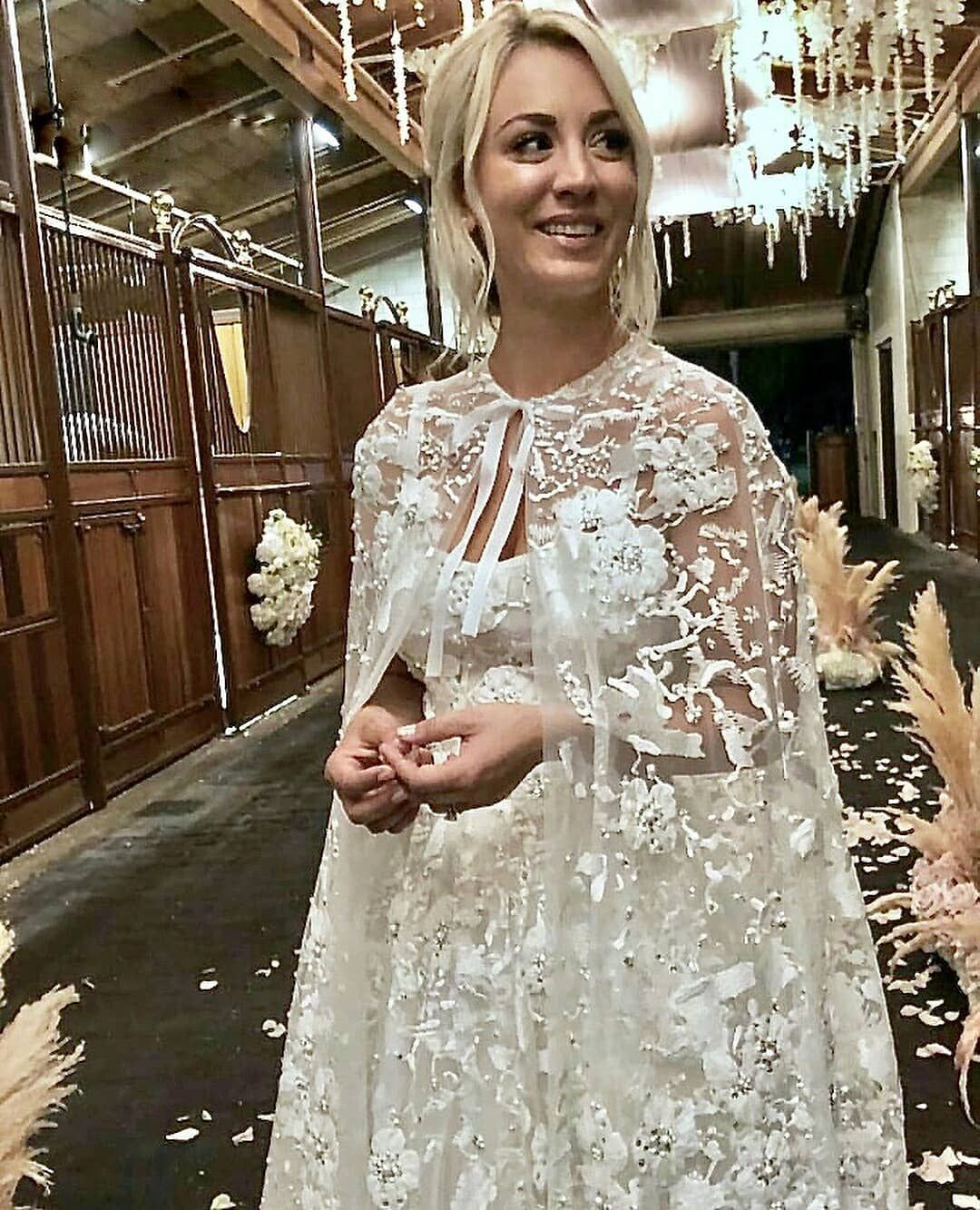 Or Congratulations Kaleycuoco Is Married The Bigbangtheory Star Tied The Knot With Pro Famous Wedding Dresses Wedding Dresses Celebrity Wedding Dresses