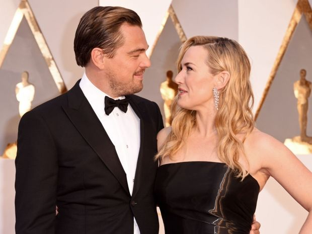 Leo Dicaprio And Kate Winslet Are Adorbs At The Oscars Look In 2020 Leo And Kate Leonardo Dicaprio Kate Winslet And Leonardo