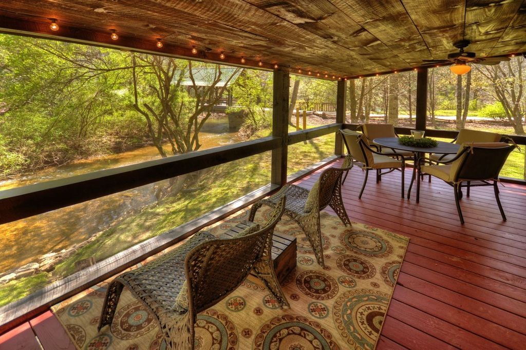 Come snuggle up in the coziness of this creek side cabin