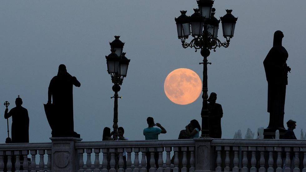 November's 'Beaver' Supermoon Will Be the Biggest In Almost 70 Years | The Weather Channel