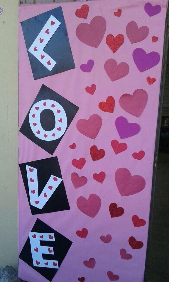 Valentines Day Classroom Door Ideas #classroomdecor #valentinesdaydecorations #valentinesdaybulletinboardideas
