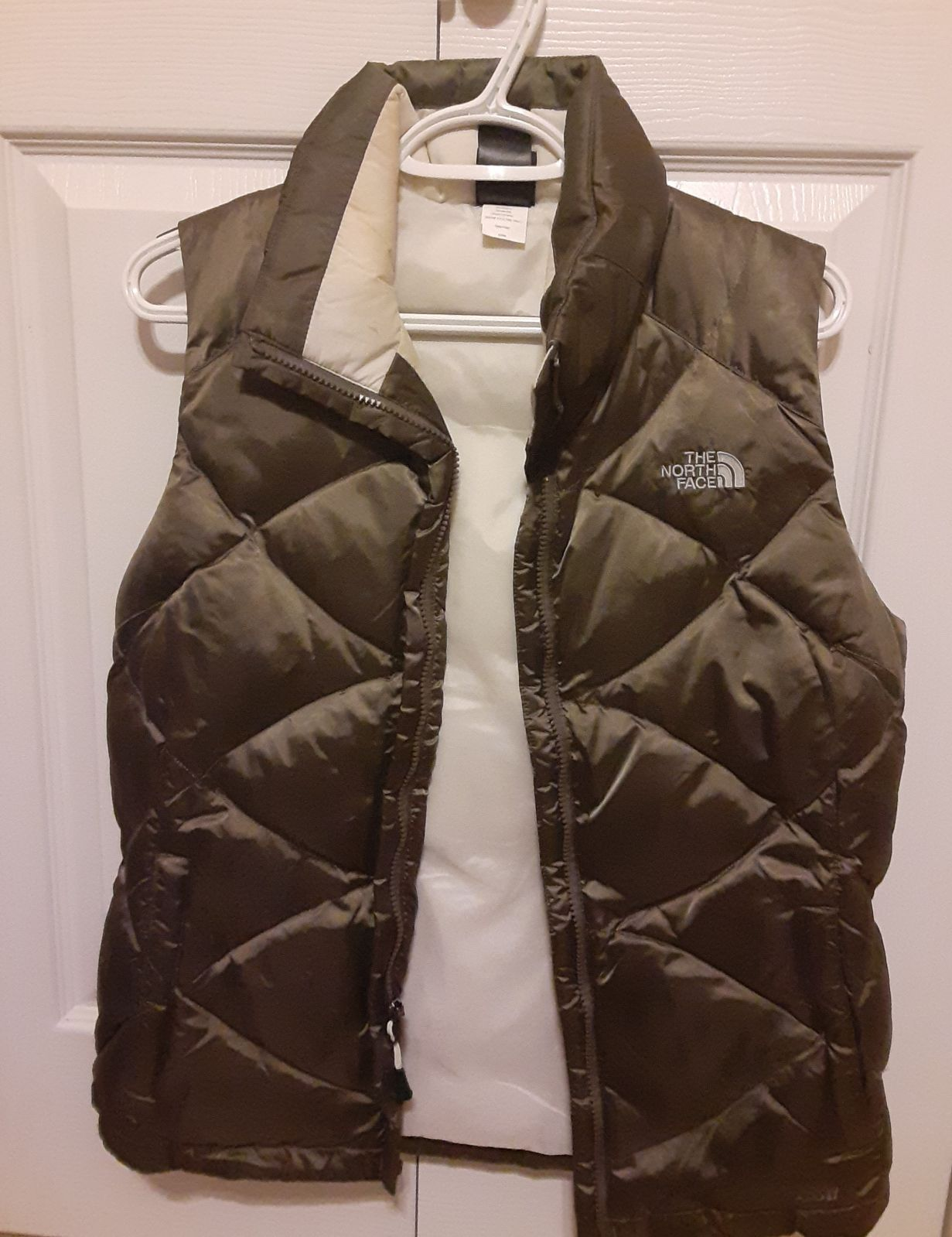 Green And Tan North Face Down Vest Very Warm And Stylish In Excellent Condition North Face Womens Coat North Face Women North Face Vest [ 1599 x 1231 Pixel ]