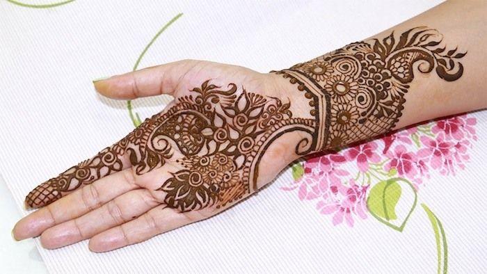 1001 ideen wie sie ein henna tattoo selber machen tattoo. Black Bedroom Furniture Sets. Home Design Ideas