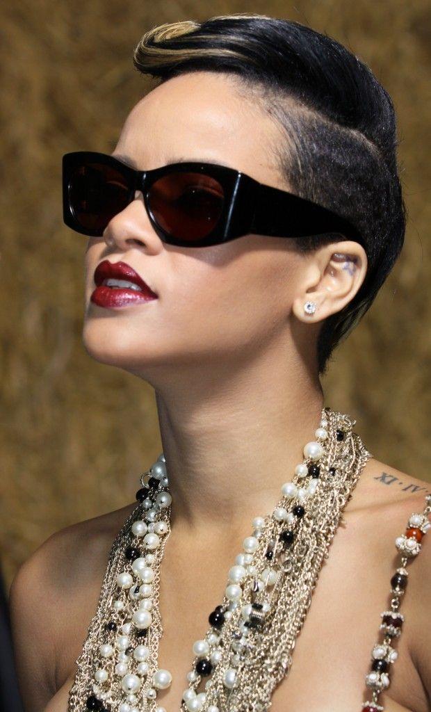 Rihannas Sexy Short Hairstyle At The Chanel ReadyToWear Fashion - Gaya rambut pendek rihanna