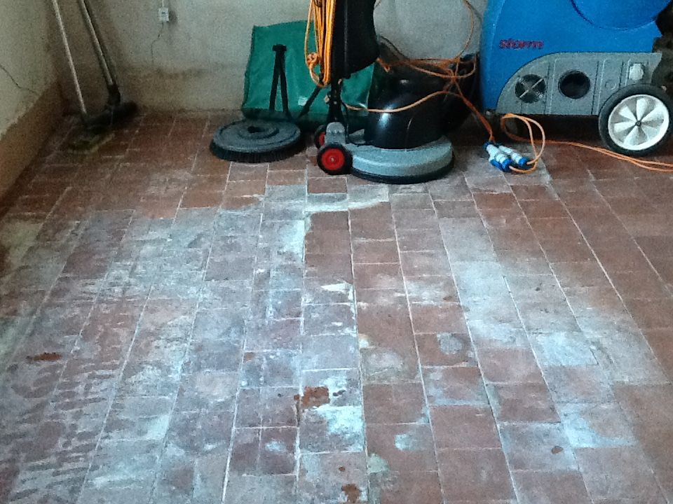 Red Quarry Tiles Higham Ferrers Northants Before Kitchen