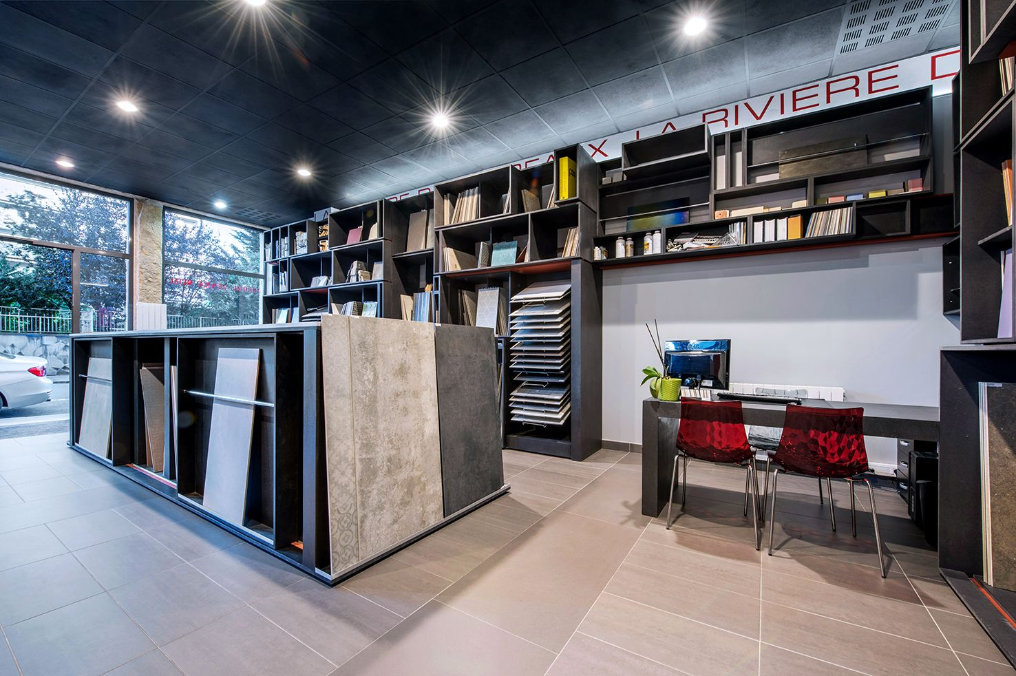 magasin carrelage lyon simple design porcelanosa carrelage mural calais ado phenomenal. Black Bedroom Furniture Sets. Home Design Ideas