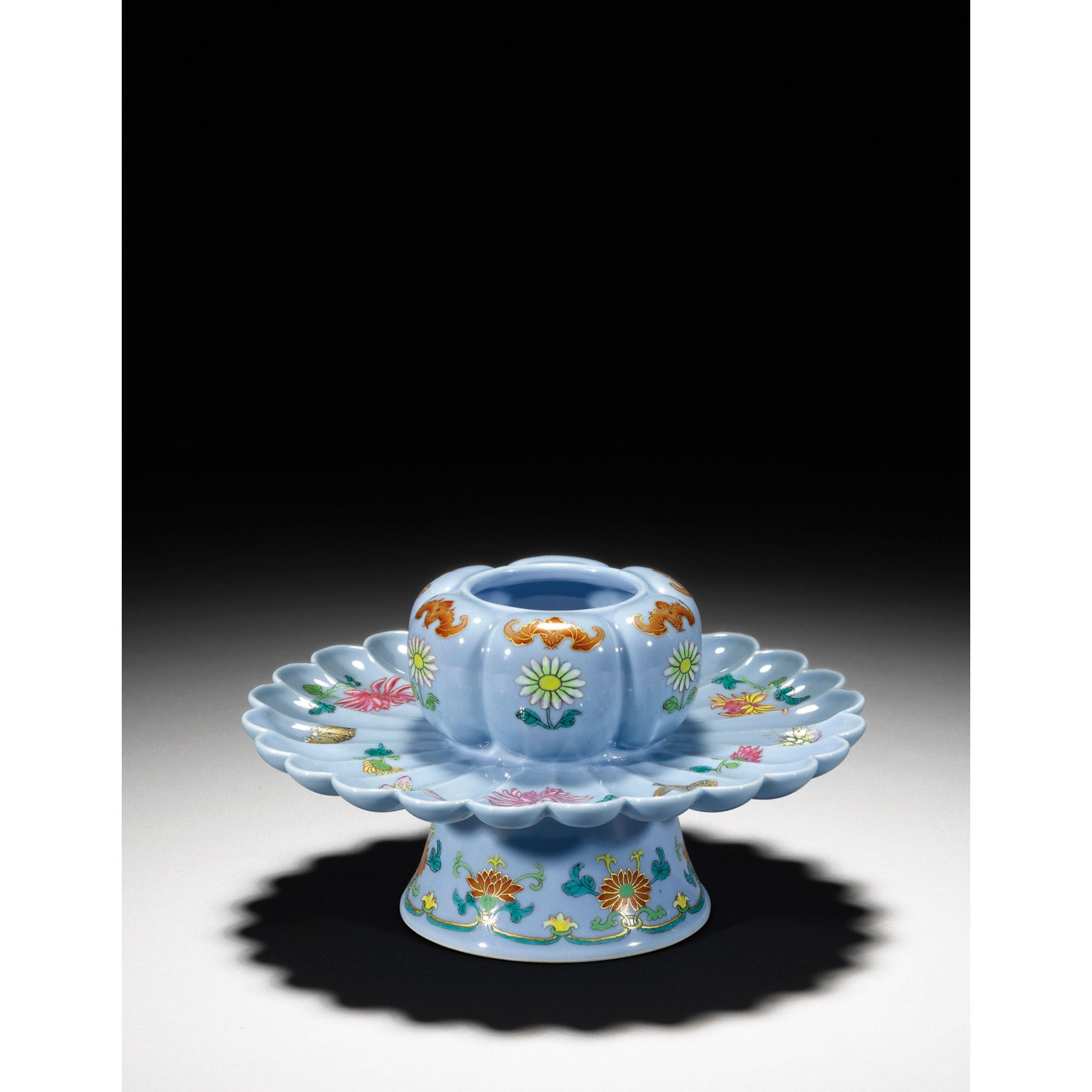 AN UNUSUAL FAMILLE-ROSE LAVENDER-GROUND CUP HOLDER QING DYNASTY, 18TH CENTURYchinese works of art | sotheby's hk0344lot5rkw2en