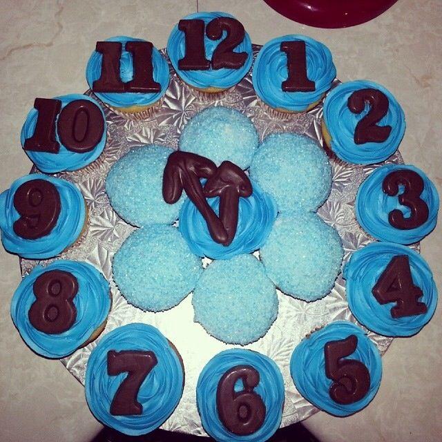 New Years Eve Clock Cupcake Cake   Cupcake cakes, Pull ...