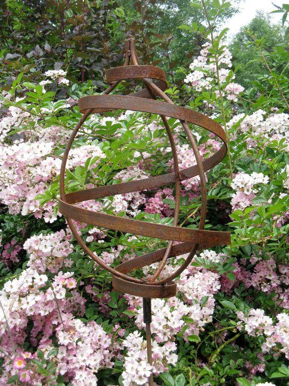 Metal Garden Sculpture on Garden Stake, Small Teardrop Products