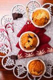 Foto: homemade muffins in christmas background