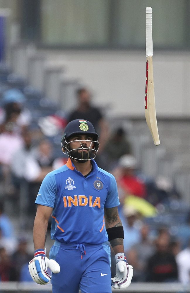 India S Captain Virat Kohli Throws His Bat In Frustration After Being Dismissed By New Zealand S Trent Virat Kohli Wallpapers Virat Kohli Virat Kohli Hairstyle