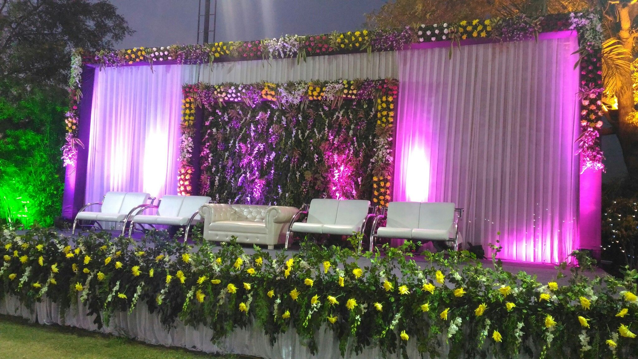 Pin By Romi Brothers Flower Decoration On Indian Wedding Reception