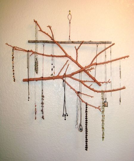 DIY: twigs Jewelry display