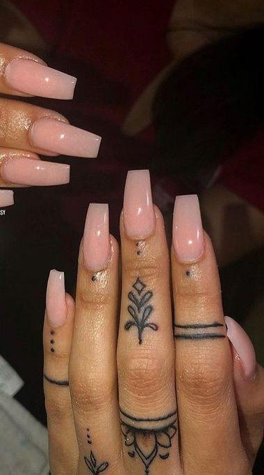 95 Finger Tattoos zum Inspirieren - Bilder und Tattoos