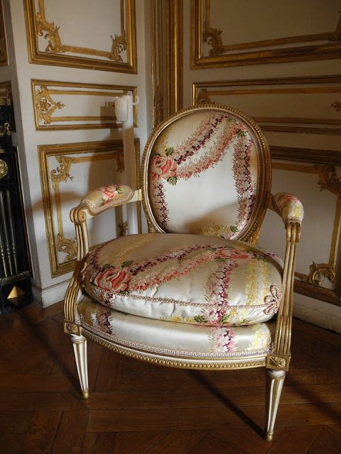 44 ch teau de versailles fauteuil belonging to madame du. Black Bedroom Furniture Sets. Home Design Ideas