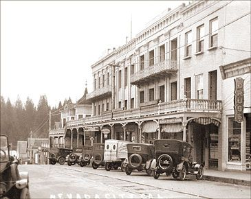 Nevada City S Old National Hotel On Broad Street In Built The Is One Of Oldest Continuous Operating Hotels California