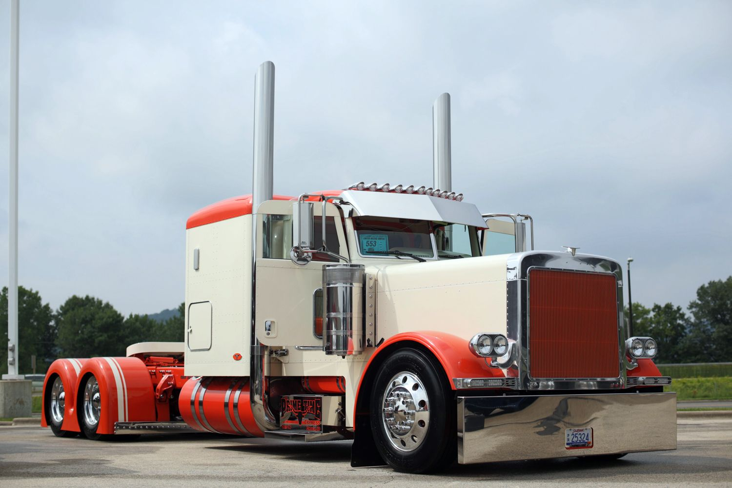 Peterbilt dump truck custom show trucks truk strength beauty and chrome pinterest peterbilt dump trucks peterbilt and dump trucks