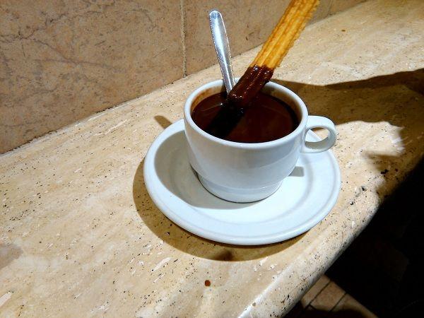 San Ginés, una de las chocolaterías más famosas y con más historia de Madrid. Te…