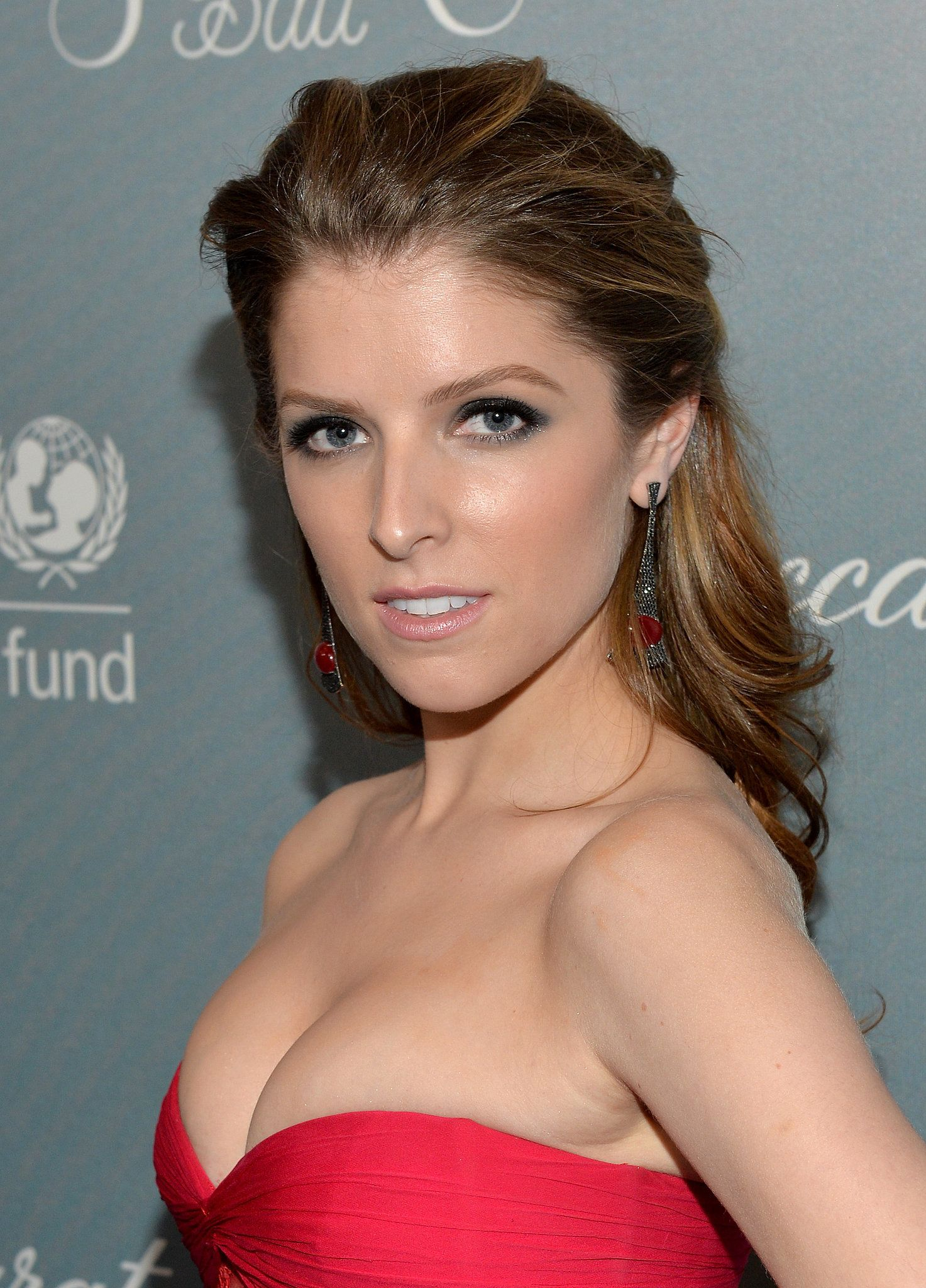a-listers give us a reason to go glam this weekend | anna kendrick
