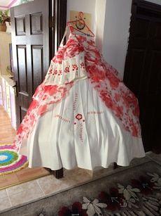 5177f40eae69c Kırmızı ve beyaz çiçek elbiseleri in Atapark - letgo | Satılık abiye ...