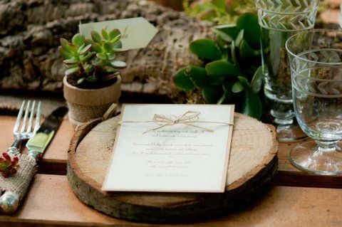 A slice of a tree log makes for a pretty place setter #rustic #tablescape