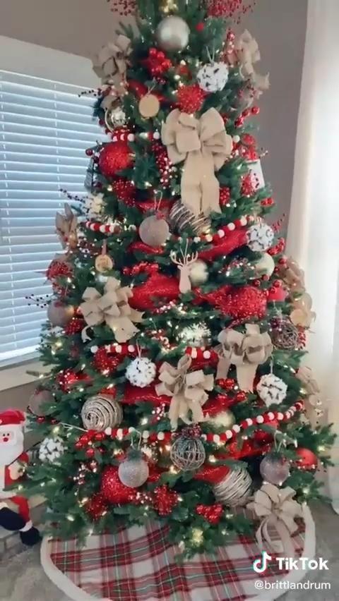 Beautiful Idea of Christmas Tree Decoration