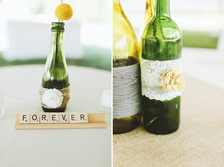 Deko: Flaschen (als Blumenvasen) mit Wolle und Spitze  Nashville Wedding Photographers | Ulmer Studios