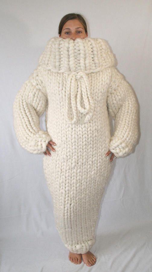 To order !!! 10 kg Gigantisches Monster grobstrick Kleid Ndl.25mm Merino  Schafswolle Strickkleid Wollkleid Rollkragen Kapuze by Strickolino von  Strickolino ... 706706c03f