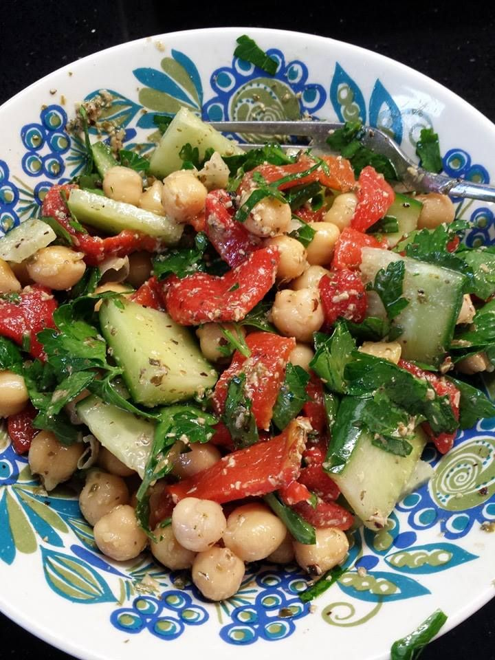 Pesto, chickpea, parsley and spinach salad. Find fast, simple and easy recipe here: https://www.facebook.com/photo.php?fbid=815016965177182set=a.505559036122978.122878.100000066596384type=1theaternotif_t=like