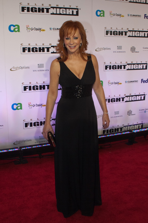 Reba mcentire celebrity fight night xvi country music